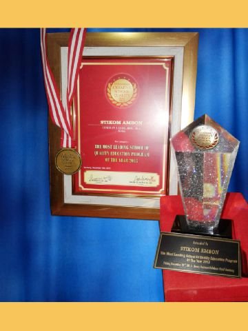 "STIKOM Ambon Kembali Raih Penghargaan Bergengsi  ""The Most Leading School of Quality Education Program of the Year 2015"""