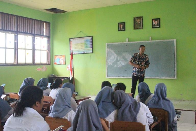 STIKOM Serbu Sekolah SMA/SMK/MA Pulau Buru
