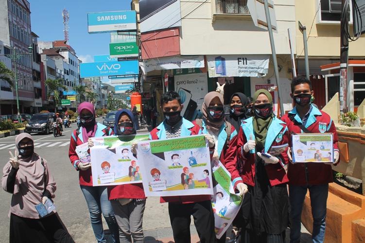 Aksi Peduli covid-19 (Stikom Ambon Bagi-bagi Masker untuk Masyarakat Kota Ambon)